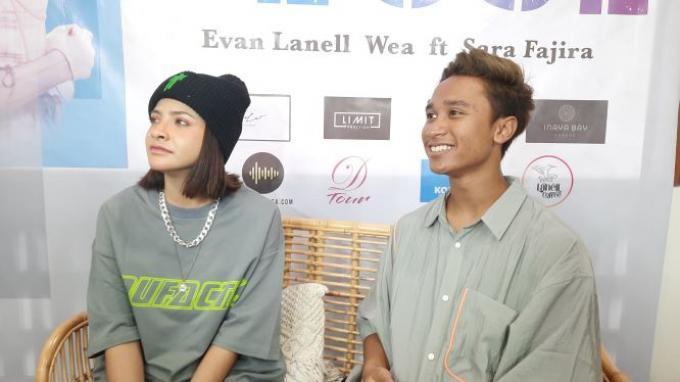 Single 'Close' Sara Fajira & Evan Lanell Gabungkan Musik Modern & Tradisional